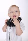 Słodki dziecko z hełmofonu portretem zdjęcia royalty free