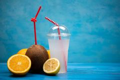 Słodki kokosowy odświeżenie napój fotografia royalty free