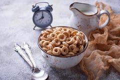 Słodki zboże zapętla w pucharze Fotografia Stock