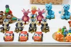 Słodkie zabawki przy prasą otwierają cukiernianego Anderson Obraz Stock