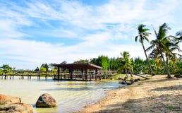 Słodkowodna plaża i tratwa zdjęcie stock