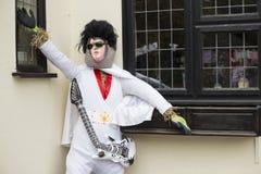 Słoma wypełniająca karykatury postać przedstawia Elvis Presley przy tradycyjnym rocznym Wysokim Wych strach na wróble festiwalem  fotografia stock