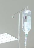 Słona woda wieszał przy filarem w szpitalu Zdjęcia Stock
