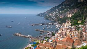 Słonecznego dnia Amalfy plaży panoramy 4k czasu powietrzny upływ Włochy zbiory wideo