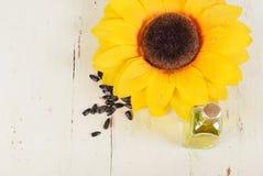 Słonecznik i mała butelka olej Obrazy Royalty Free