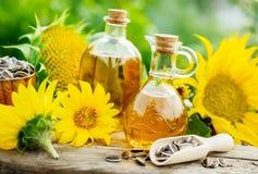 Słonecznikowy olej w małym słoju Obraz Stock