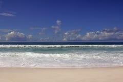 Słoneczny dzień na plaży w Rio De Janeiro Brazylia zdjęcia royalty free