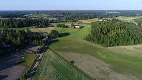 Słoneczny dzień nad Finlandia quadcopter strzelaniną zdjęcie wideo
