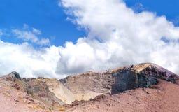 Słoneczny dzień przy Vesuvius parkiem narodowym Vesuvius krateru panorama Obraz Stock