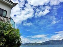Słoneczny dzień z tradycyjnym budynkiem Obraz Royalty Free