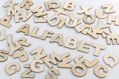 Słowa abecadło w Holenderskim przekładzie w drewnianych listach Obraz Stock