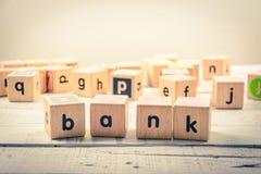Słowa ` banka ` drewniany Kubiczny na drewnie obrazy stock