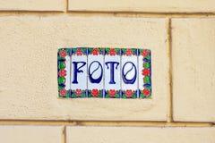 Słowa foto na dekoracyjnych ceramicznych płytkach Obrazy Stock