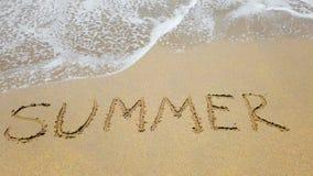 Słowa lato na piasku i morze machamy zbiory wideo