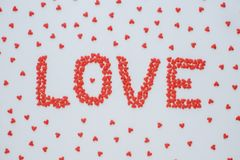 Słowa ` miłości ` robić od czerwonego kierowego cukierku zdjęcia royalty free