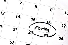 Słowa spotkanie Pisać i Okrążający na kalendarzu Obrazy Stock