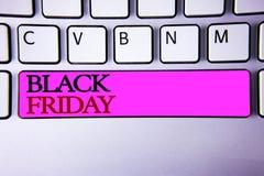 Słowa writing tekst Black Friday Biznesowy pojęcie dla Specjalnych sprzedaży po dziękczynienie zakupy pomija odprawę Zdjęcia Royalty Free