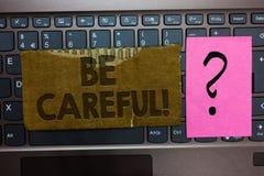 Słowa writing tekst Był Ostrożny Biznesowy pojęcie dla robić pewny wystrzegania niebezpieczeństwa krzywda lub wpadki Paperboard p zdjęcia royalty free