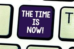 Słowa writing tekst czas Jest Teraz Biznesowy pojęcie dla Zachęcać someone zaczynać robić dzisiaj jutro klawiaturze zdjęcie stock