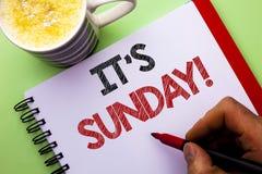 Słowa writing tekst Swój Niedziela wezwanie Biznesowy pojęcie dla Relaksuję Cieszy się Wakacyjny weekendu wakacje Spoczynkowego d obrazy royalty free