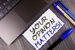 Słowa writing tekst Twój opinia Liczy się Motywacyjnego wezwanie E zdjęcia stock