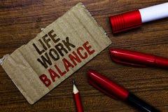 Słowa writing teksta życia pracy równowaga Biznesowy pojęcie dla stabilności osoby potrzeb między jego ogłoszenie towarzyskie cza obrazy stock