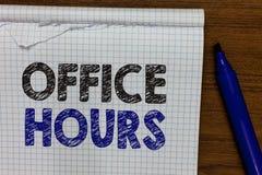 Słowa writing teksta Biurowe godziny Biznesowy pojęcie dla godzin który normalnie prowadzącym Pracującego czasu markierem oprócz  zdjęcie stock