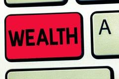Słowa writing teksta bogactwo Biznesowy pojęcie dla obfitości wartościowi posiadania lub pieniądze być bardzo bogatym luksusem zdjęcia stock