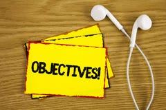Słowa writing teksta celów Motywacyjny wezwanie Biznesowy pojęcie dla celów planujących dokonującymi Pragnął cele pisać na Yello Obrazy Royalty Free