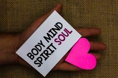 Słowa writing teksta ciała umysłu ducha dusza Biznesowy pojęcie dla ogłoszenie towarzyskie równowagi terapii świadomości stanu um fotografia stock