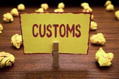 Słowa writing teksta Customs Biznesowy pojęcie dla Oficjalnego działu zarządza zbiera obowiązki na importującym towarowym Clothes zdjęcia royalty free