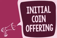 Słowa writing teksta inicjału monety ofiara Biznesowy pojęcie dla crowdfunding używa cryptocurrencies podnosi kapitałowego report Zdjęcie Stock