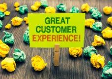 Słowa writing teksta klienta Wielki doświadczenie Biznesowy pojęcie dla odpowiadać klienci z życzliwym pomocniczo sposobu Clothes zdjęcie royalty free