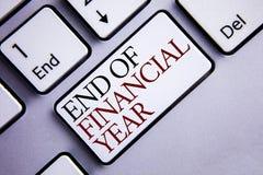 Słowa writing teksta końcówka rok finansowy Biznesowy pojęcie dla podatku czasu księgowości Czerwa bazy danych kosztu prześcierad Obrazy Stock