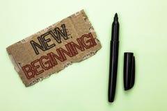 Słowa writing teksta Nowy Początkujący Motywacyjny wezwanie Biznesowy pojęcie dla nowego początku Zmienia Formularzowego Wzrostow Obrazy Royalty Free