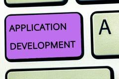 Słowa writing teksta Podaniowy rozwój Biznesowy pojęcie dla tworzenia Komputerowy Apps dla use na urządzeniach przenośnych zdjęcie royalty free