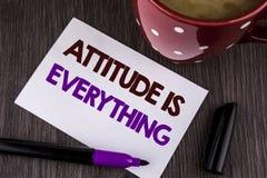 Słowa writing teksta postawa Jest Everything Biznesowy pojęcie dla motywaci inspiraci optymizmu znacząco udawać się pisać na whi obraz royalty free