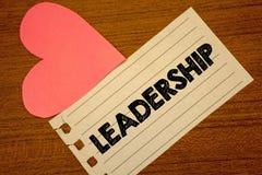 Słowa writing teksta przywódctwo Biznesowy pojęcie dla zdolności aktywności wymaga prowadzący grupy ludzi lub firmy Paperpiece st Fotografia Stock