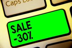 Słowa writing teksta sprzedaż 30 Biznesowy pojęcie dla A promo ceny rzecz przy 30 procentów markdown klawiatury zieleni klucza za royalty ilustracja