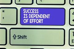 Słowa writing teksta sukces Jest osobą zależną wysiłek Biznesowy pojęcie dla Robić wysiłku Udawać się Wantowy Wytrwałego obraz stock