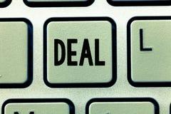Słowa writing teksta transakcja Biznesowy pojęcie dla Biorę udział w handlowym handlu pewny produkt dotyczył z zdjęcia royalty free