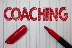Słowa writing teksta trenowanie Biznesowy pojęcie dla Przygotowywam Oświecał Kultywuje ostrzenie Zachęca Umacnia notatnika papier Obrazy Royalty Free