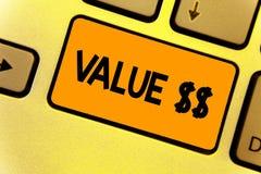 Słowa writing teksta wartość Biznesowy pojęcie dla worth proces id obecnie biega Wewnątrz proces Klawiaturowy koloru żółtego kluc zdjęcia royalty free