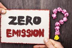 Słowa writing teksta Zero emisja Biznesowy pojęcie dla silnika silnika Energetycznego źródła który emituje żadny jałowych produkt Obrazy Stock