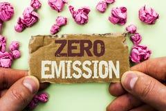 Słowa writing teksta Zero emisja Biznesowy pojęcie dla silnika silnika Energetycznego źródła który emituje żadny jałowych produkt Zdjęcie Stock