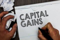Słowa writing teksta zyski kapitałowi Biznesowy pojęcie dla więzi części zapasów zysku podatku dochodowego funduszy inwestycyjnyc fotografia stock