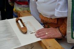 SŁOWACKI LUDOWY ręki tkactwa rzemiosło Fotografia Royalty Free
