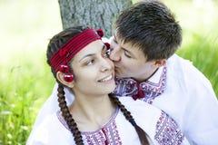 Słowiańska dziewczyna i przy naturą potomstwa cossack. Obrazy Stock