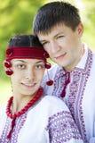 Słowiańska dziewczyna i przy naturą potomstwa cossack. Fotografia Stock