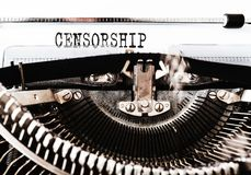 Słowo cenzura pisać na starej ręcznej maszynie do pisania obrazy stock